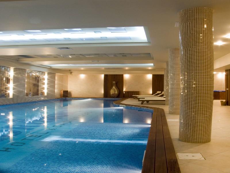 басейн в хотел