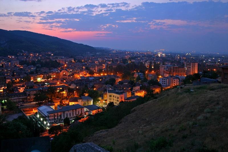 Град в Родопите на здрач